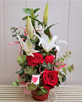 cesta rosas lilium