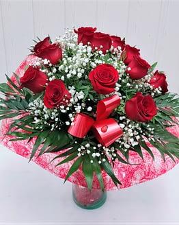 doce rosas rojas