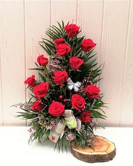 centro 14 rosas rojas de frente