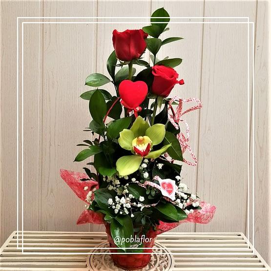 cesta rosas orquidea verde